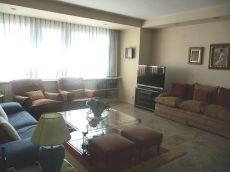 Excelente piso de 2 dormitorios y 2 ba�os en edifico colon