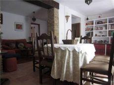 Casa con decoraci�n r�stica en alquiler