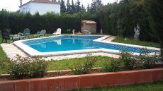 Chalet independiente de una sola planta con piscina