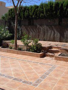 Pareado, 250 m2 zona exterior con jardin, s�tano, piscina