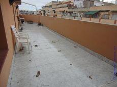 �tico con magnifica terraza junto a Renfe, c�ntrico