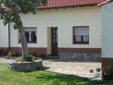 Coqueta casita adosada con jardin