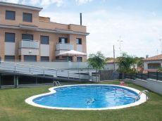 Apartamento con vistas al mar, piscina y parking