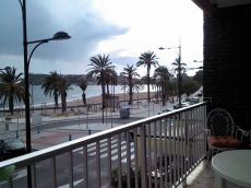 Apartamento en primera l�nea de playa en Puerto de Mazarr�n