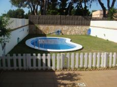Adosado sin amueblar de 4 dormitorios con piscina