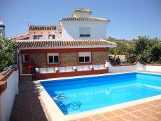 Preciosa casa en el campo con piscina sin muebles