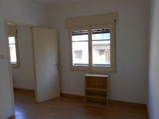 Piso de tres habitaciones en alquiler