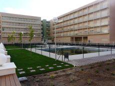 2 dormitorios, terraza, 2 garajes y piscin