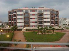 Apartamento de lujo, con p�del y dos piscinas. Zonas verdes