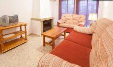 Se alquila casa de 5 habitaciones y garaje privado