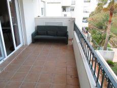 Estupendo piso con terraza en urbanizaci�n tranquila.