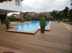 Gran jard�n de 1900 metros con piscina privada