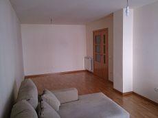Amplio y bonito piso. Ideal familias. Alcarr�s.