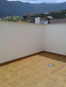 Piso con terraza semi nuevo