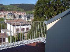 D�plex con terraza en parte superior y bonitas vistas