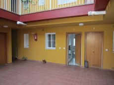 Alquilo piso con garaje en Coria del Rio