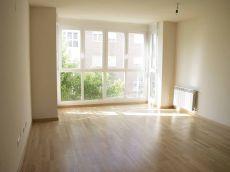 Se alquila piso en urbanizacion privada