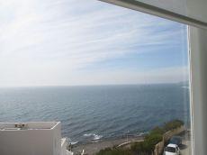 Tranquilidad y descanso frente al mar.