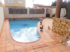 Adosado con piscina privada y parcela en las lomas