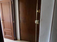 Se alquila piso en Campanar 3 dorm 1 ba�o 460 euros