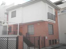 Casa pareada con calefacci�n de 200 m2 en calle privada