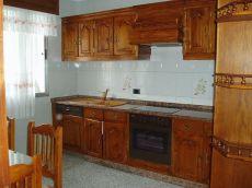 Alquila piso pr�ximo al Ayuntamiento de Nar�n. 300 euros