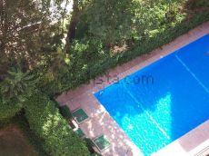 Piso luminoso con piscina