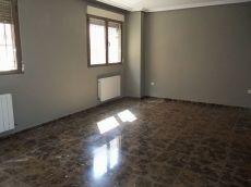 Se alquila piso seminuevo en la zona de franciscanos