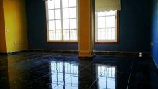 Se alquila amplio piso en Finca Espa�a, lavadero en azotea