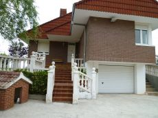 Chalet indp 230 m2, 5 dormitorios, 2 ba�os, jardin 1. 800