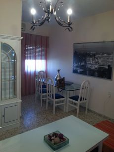 Piso amueblado con 2 dormitorios cocina ba�o y salon aa