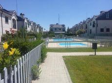 Chalet pareado de 240m2 �tiles con piscinas comunitarias