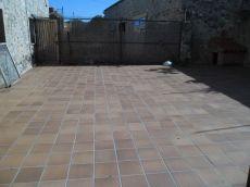 Mas�a restaurada con amplia terraza. Navata