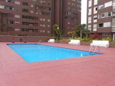 Piso amplio, garaje, piscina, terraza. Reyes Cat�licos.