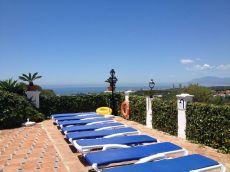 Bonita adosada en Marbella Este con vistas.