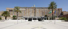 Frente hospital virgen del rocio. Alquilo ideal apartamento