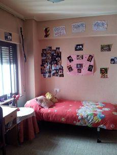 Piso de 4 dormitorios en Dimas Madariaga