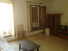 Apartamento amplio y luminoso, amueblado y equipado.