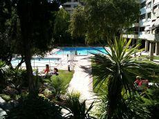 �tico luminoso amplio con piscina