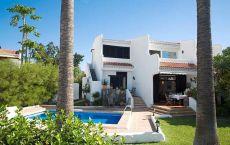 Villa tranquila, cerca del mar, con jard�n, piscina privada