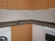 Estupendo apartamento, garaje, trastero, y cocina amueblada