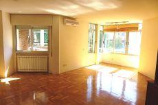 Estupendo piso de 4d y 3 ba�os en excelente zona centrica.