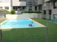 Piso amueblado de 2 dormitorios con garaje y piscina com�n