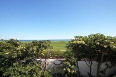Villa en primera l�nea de playa. Zona Guadalmina