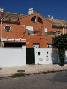 Casa frente parque de los Naranjos. Primeras Calidades.