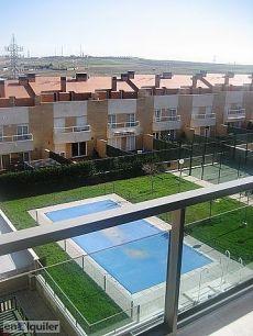 136 m2 de piso, paddel, piscina, 4 habit. , 2 ba�os.