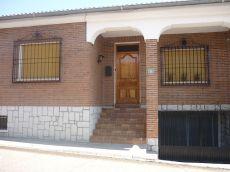 Se alquila casa en Calle Vega de los Caballeros, 6