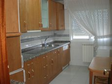 Amplio estudio amueblado, cocina completa, garaje y trastero
