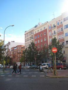 Piso exterior, barrio residencial bien comunicado