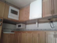 Se alquila piso de tres dormitorios con plaza de garaje